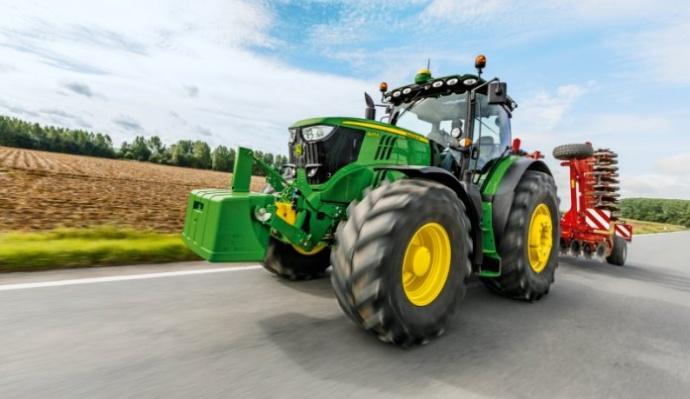 Tracteurs John Deere 6RFT4 - 10 photos pour découvrir leurs évolutions