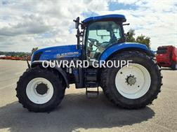 New Holland T7-235AC