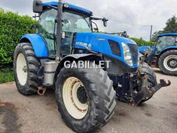 New Holland T7235