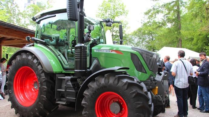 Tracteur Fendt 300 Vario - La gamme prend un vrai coup de jeune et s'équipe d'un moteur Agco power