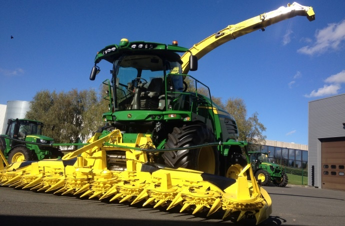 Ensileuse et tracteurs - Le lancement produits 2015 de John Deere