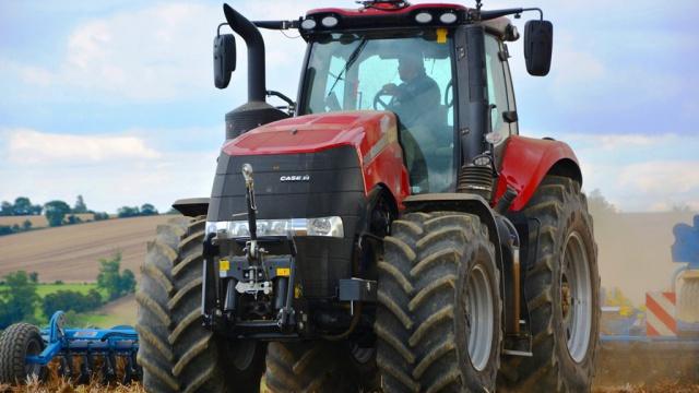 Essai du tracteur Case IH Magnum 380 - Arnaud Borgoo aux commandes d'un monstre avalant les travaux d'automne