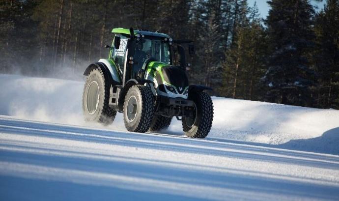 Record du monde de vitesse - Un tracteur Valtra T flashé à 130,165 km/h en Finlande