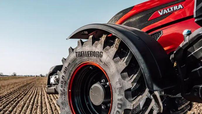 Anniversaire Valtra - No limit pour les 70 ans!Même les pneus Trelleborg sont gravés!
