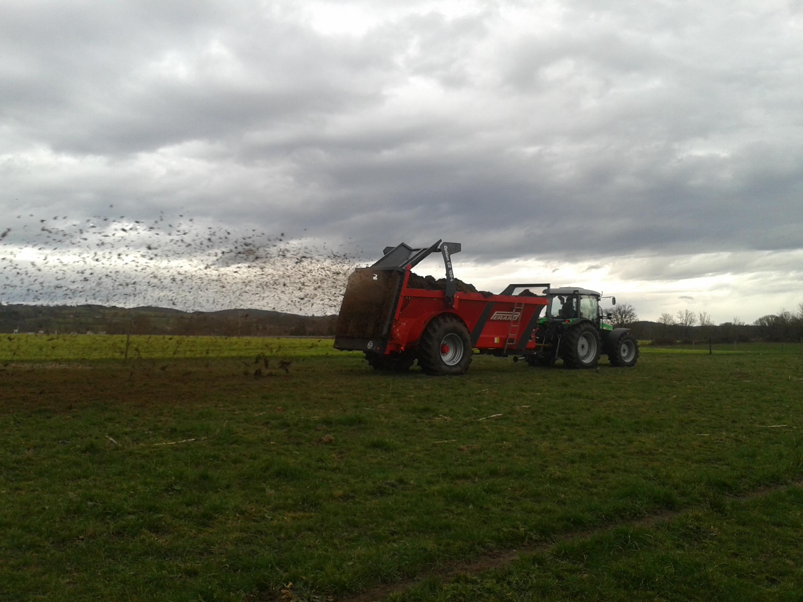 Démonstration Deutz Fahr Agrofarm PL & épandeur PERARD CE 150